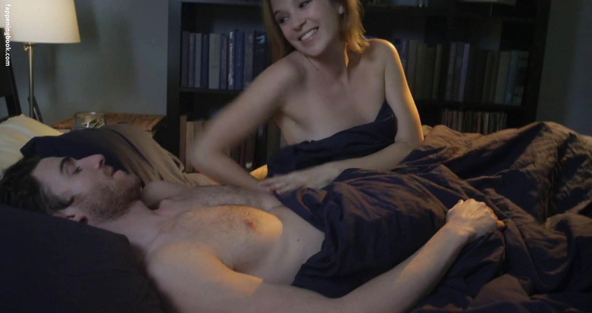 Liz Ewing  nackt