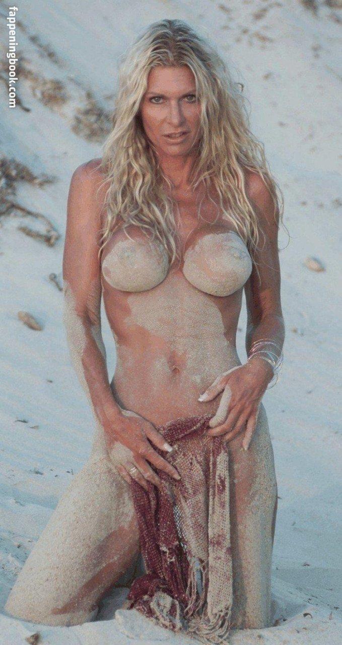 Michèle Bernier  nackt