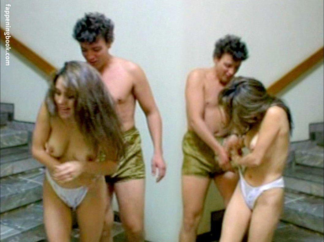 Claudia Vega  nackt