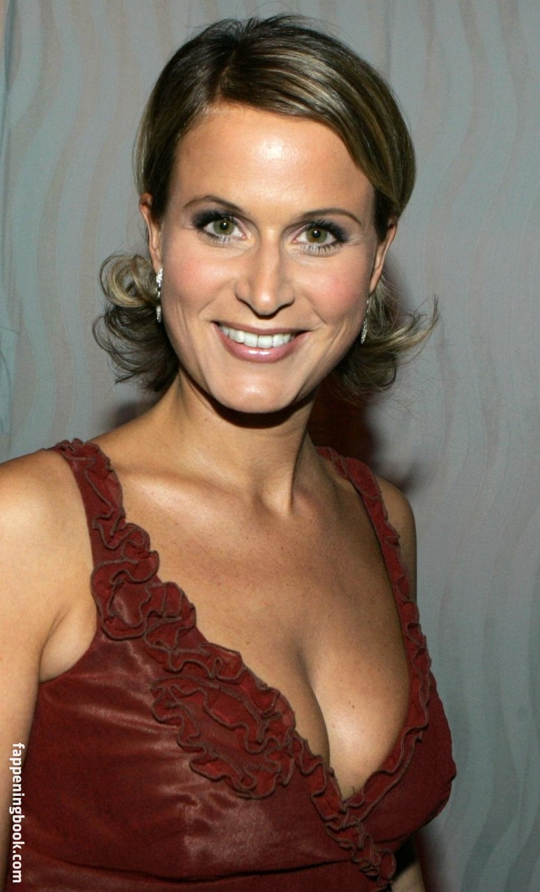 Roberts  nackt Claudia Shannen Doherty
