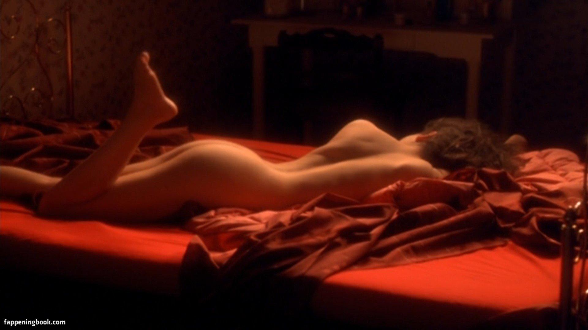 Coralie Revel  nackt