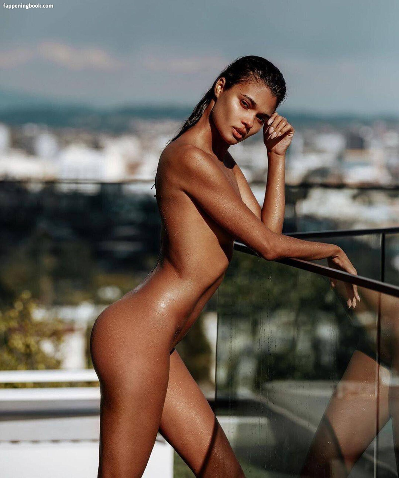 Nackt  Veronica Bielik Polish Model