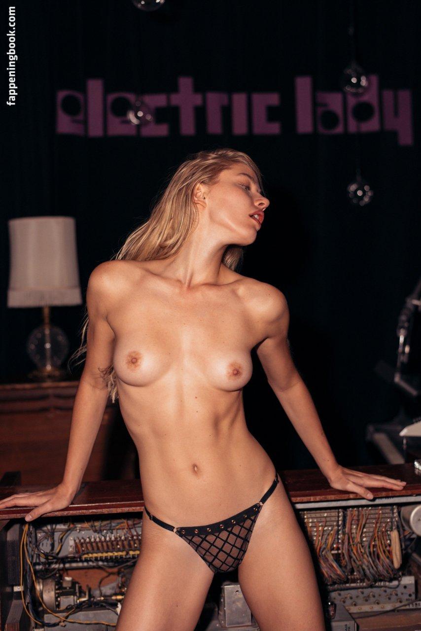 Naked marcia clark