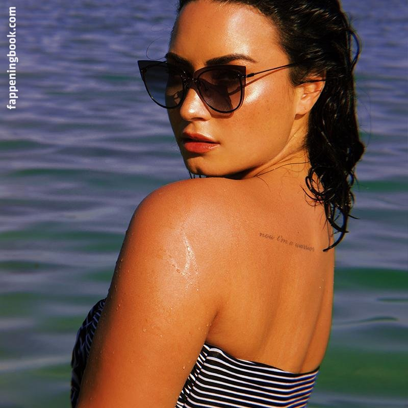 Demi Lovato Cameltoe And Ass Selfie Photos - NuCelebs.com