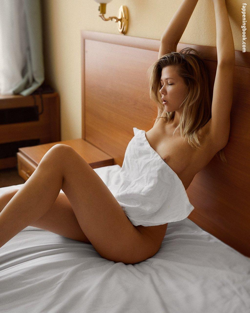 Nackt Rebecca Nicholson  Jayne Mansfield