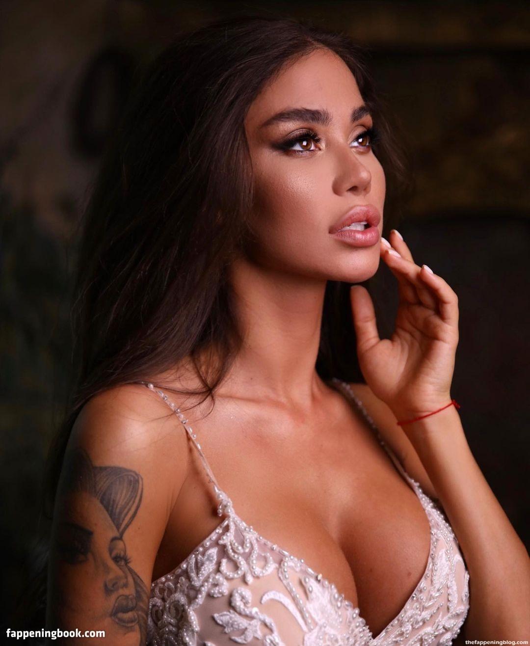 Nackt  Samantha Avrillaud Samantha Avrillaud