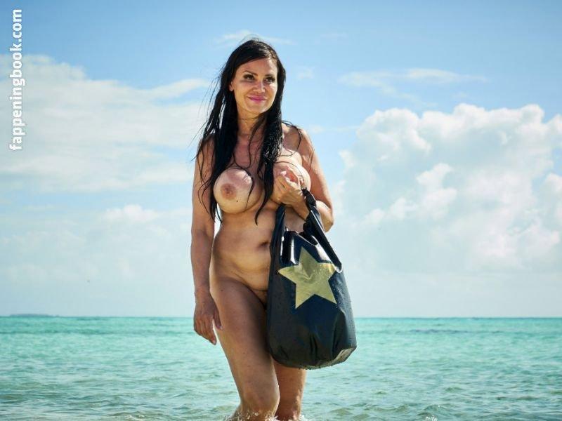 Jennifer Miro  nackt