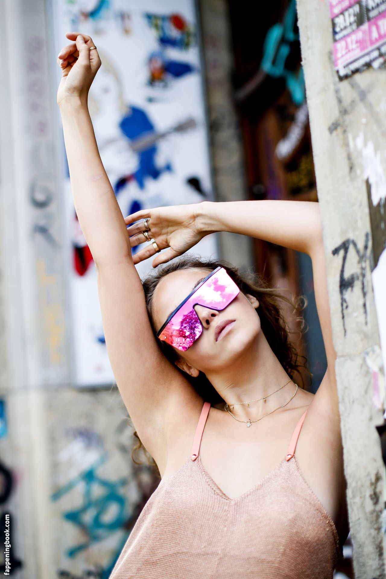 Carriere nude elena Elena Carriere