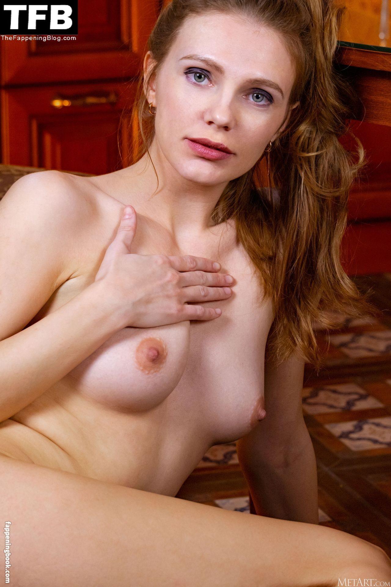 Elina De Leon