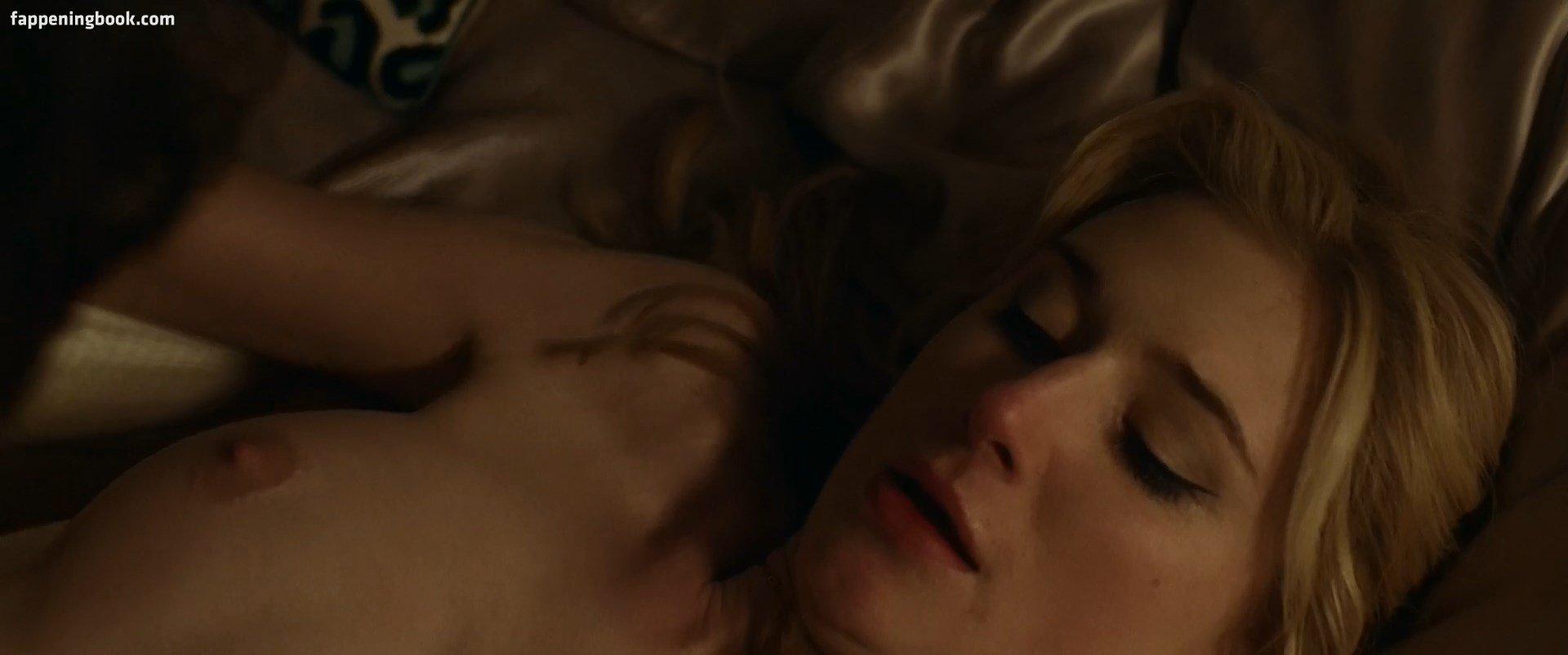 Elizabeth Debicki Nude