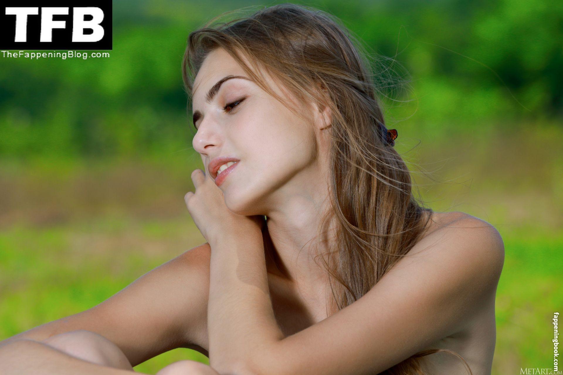 Elle Tan Nude