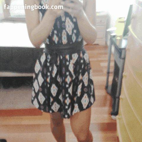 joanna krupa goes topless
