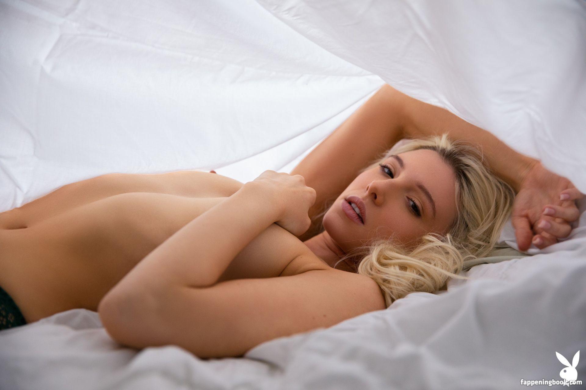 nackt Durbin Amanda Amanda J