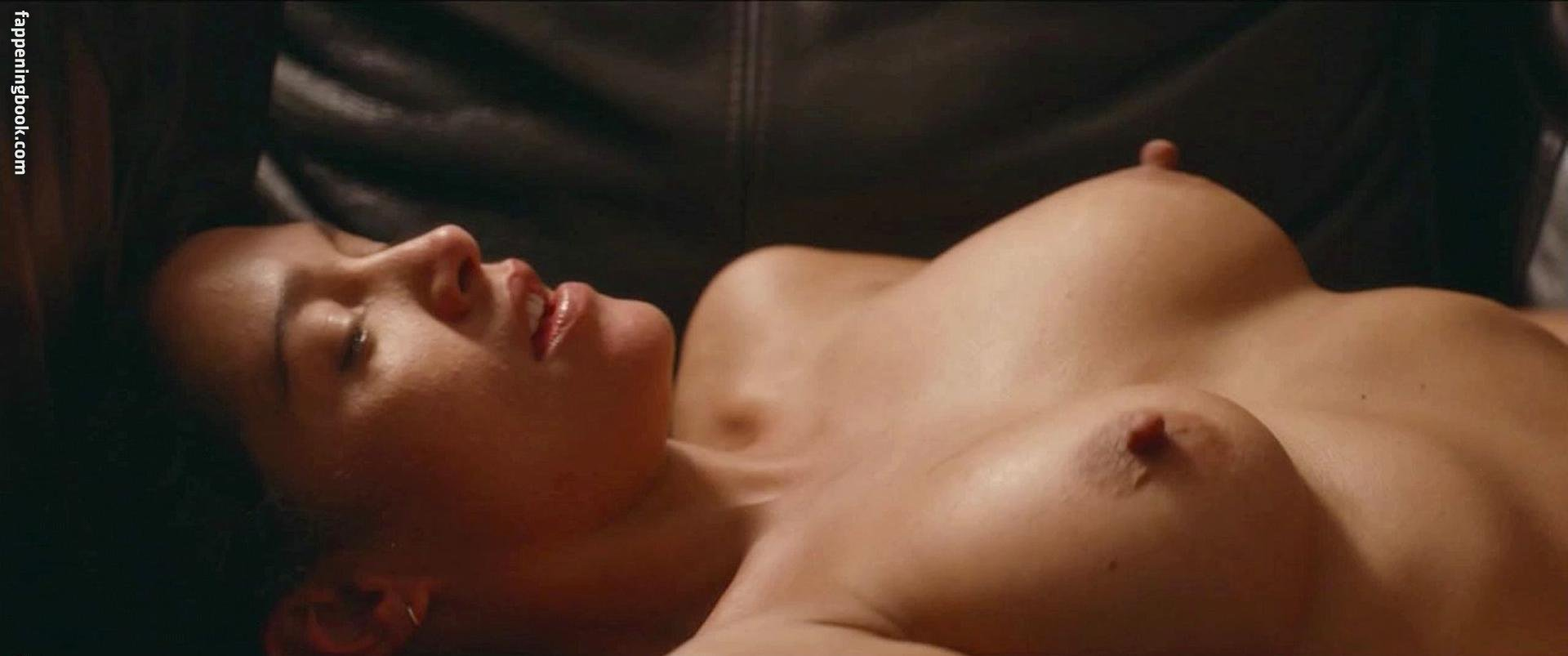 Christine Harnos Nude, Fappening, Sexy Photos, Uncensored
