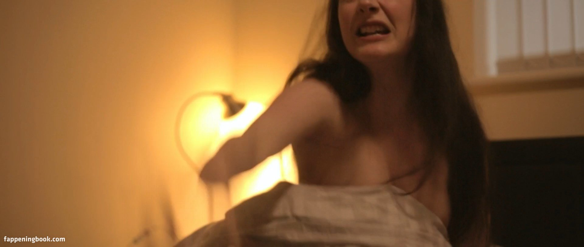 Emmeline nackt Kellie Outlawed (2018)