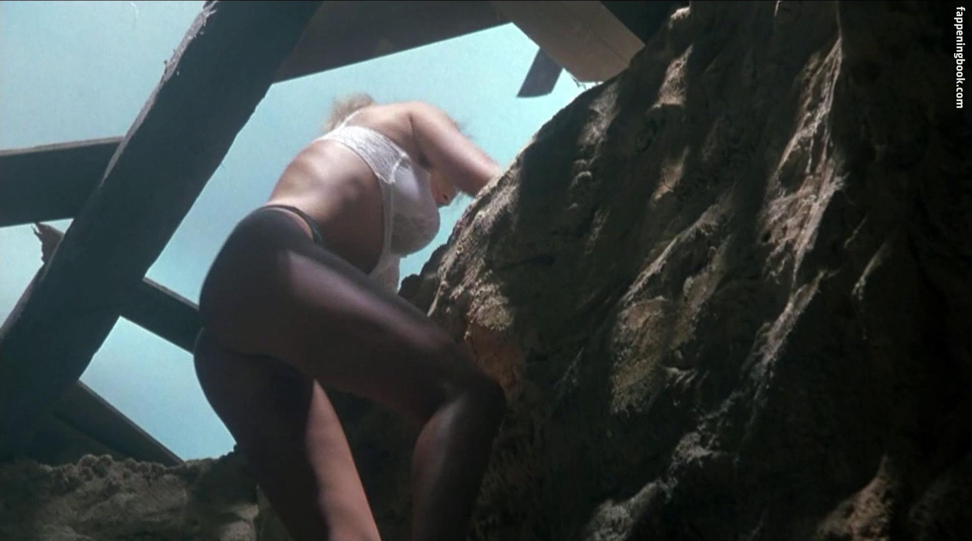 Erika Eleniak Nude