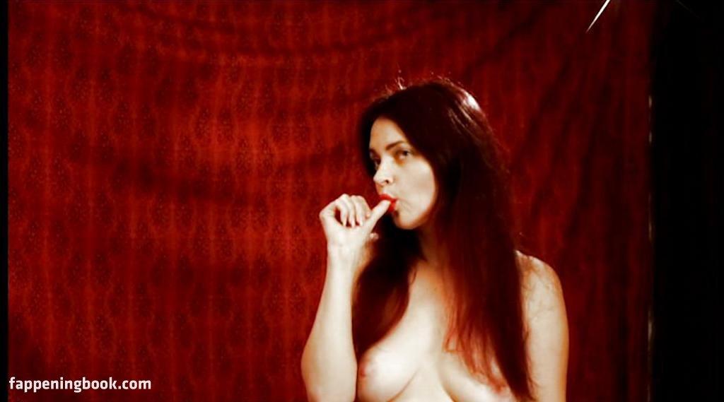 Erin Russ  nackt