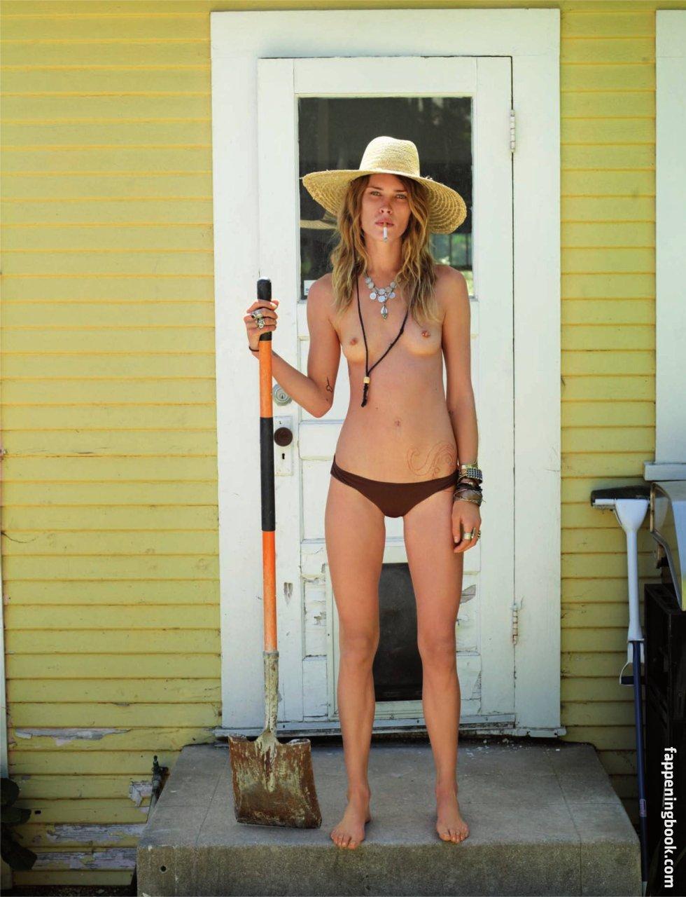 Perrier  nackt Cristina Kostenloses nackte