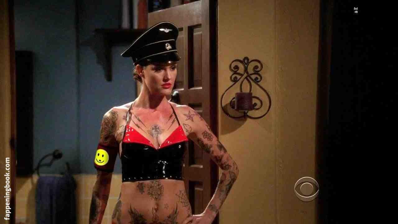 Misty Simmons-Poteet  nackt