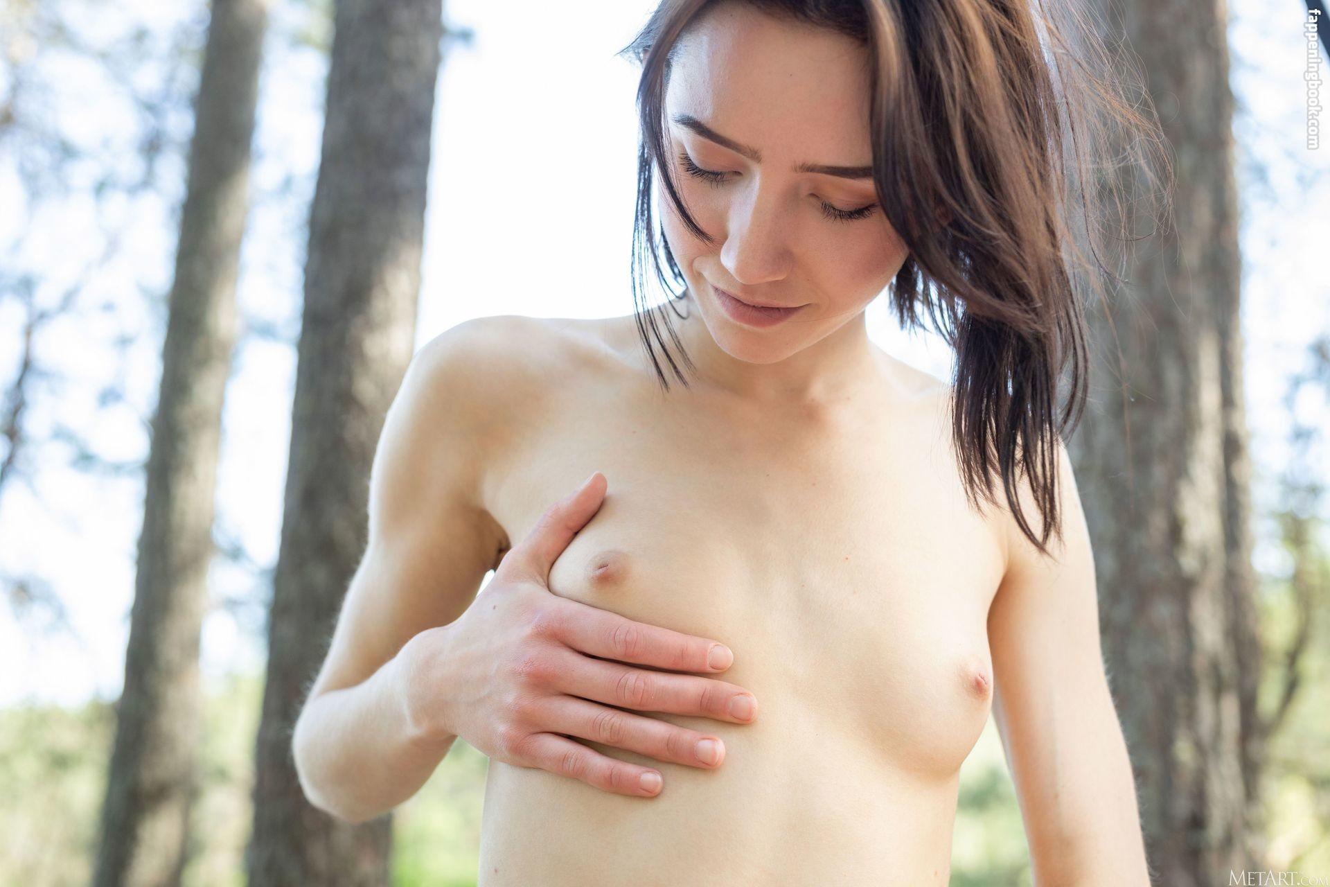 Erna Nude