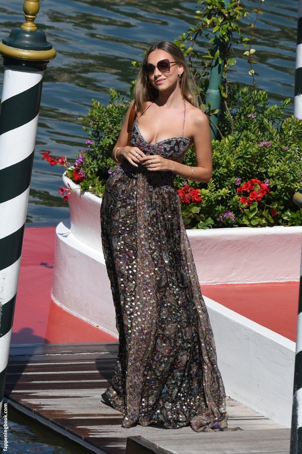 Ester Expósito Nude