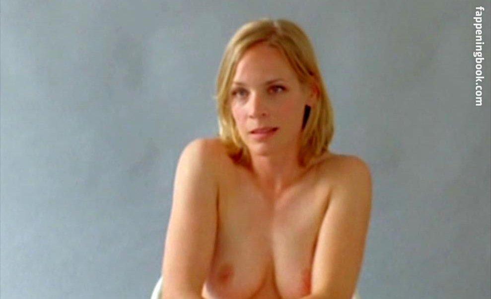 April Hollingsworth  nackt