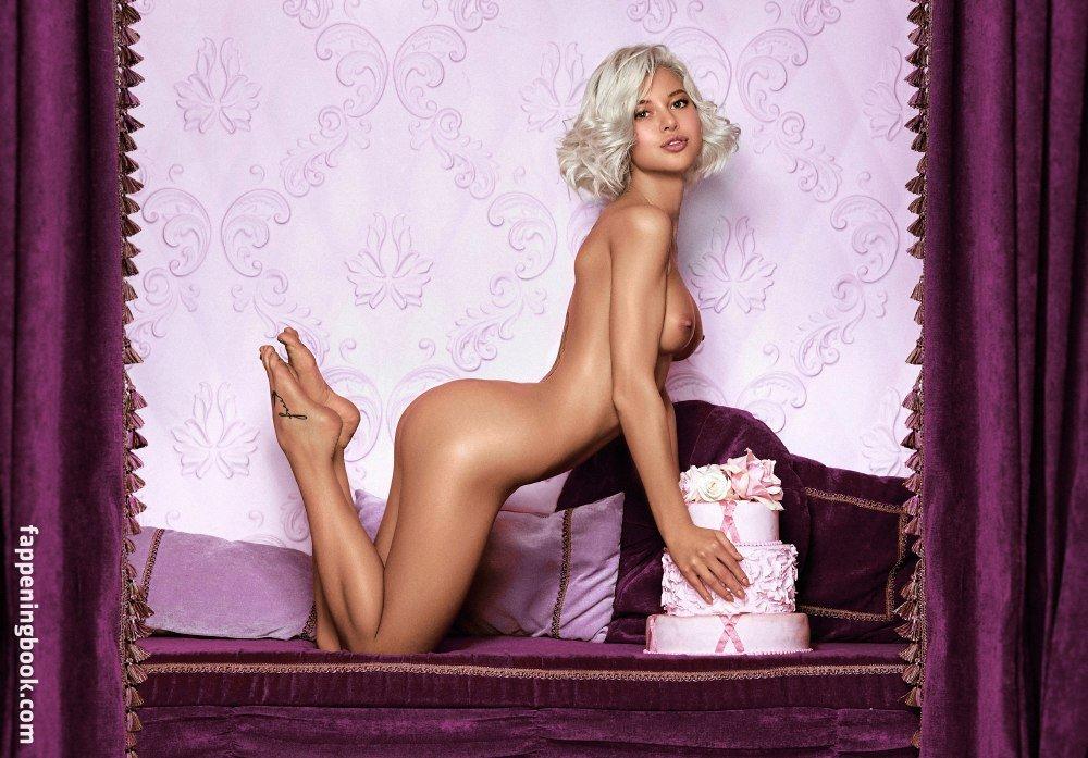 Nackt Christa Barrymore  June