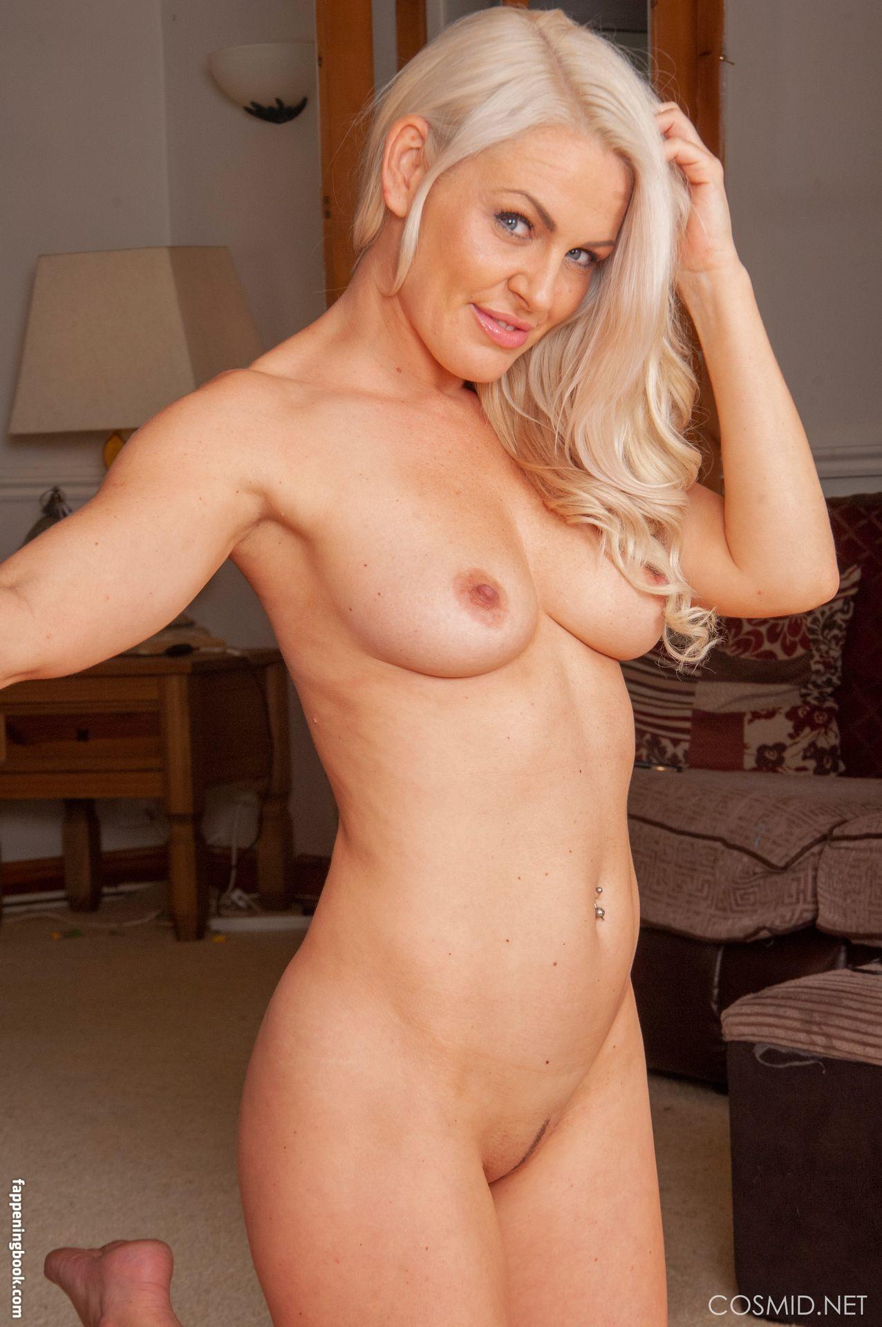 Nackt Karen Verlaine  60 Sexy