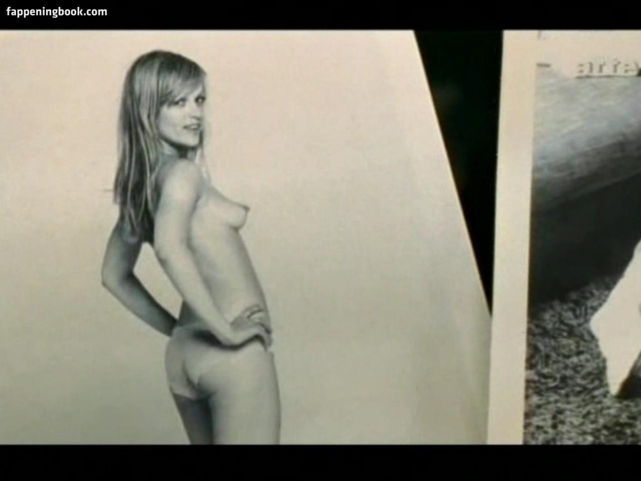 Nackt Sigrid Bernson  49 Hot