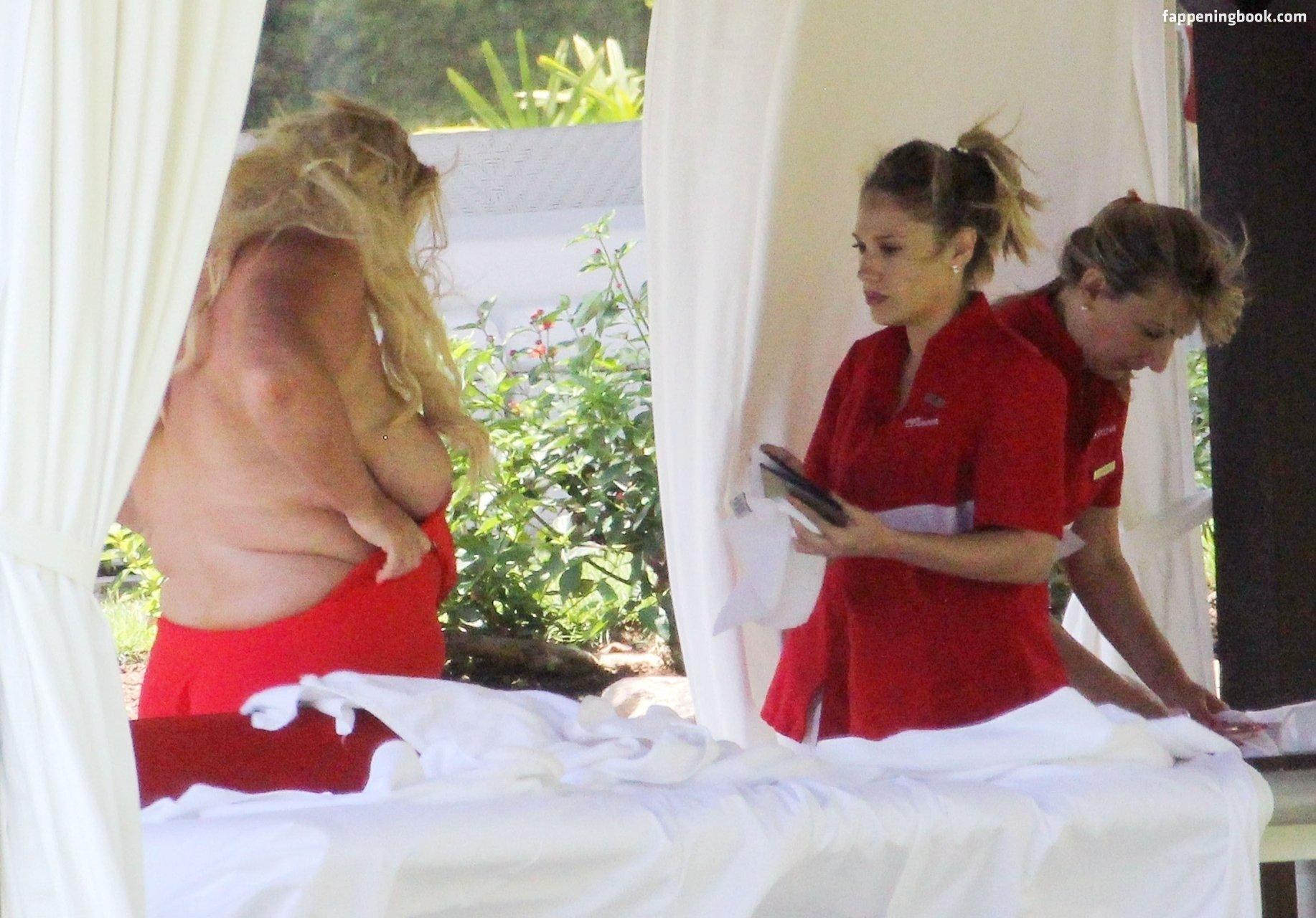 Gemma Collins Strips Naked To Recreate Kim Kardashian Selfies