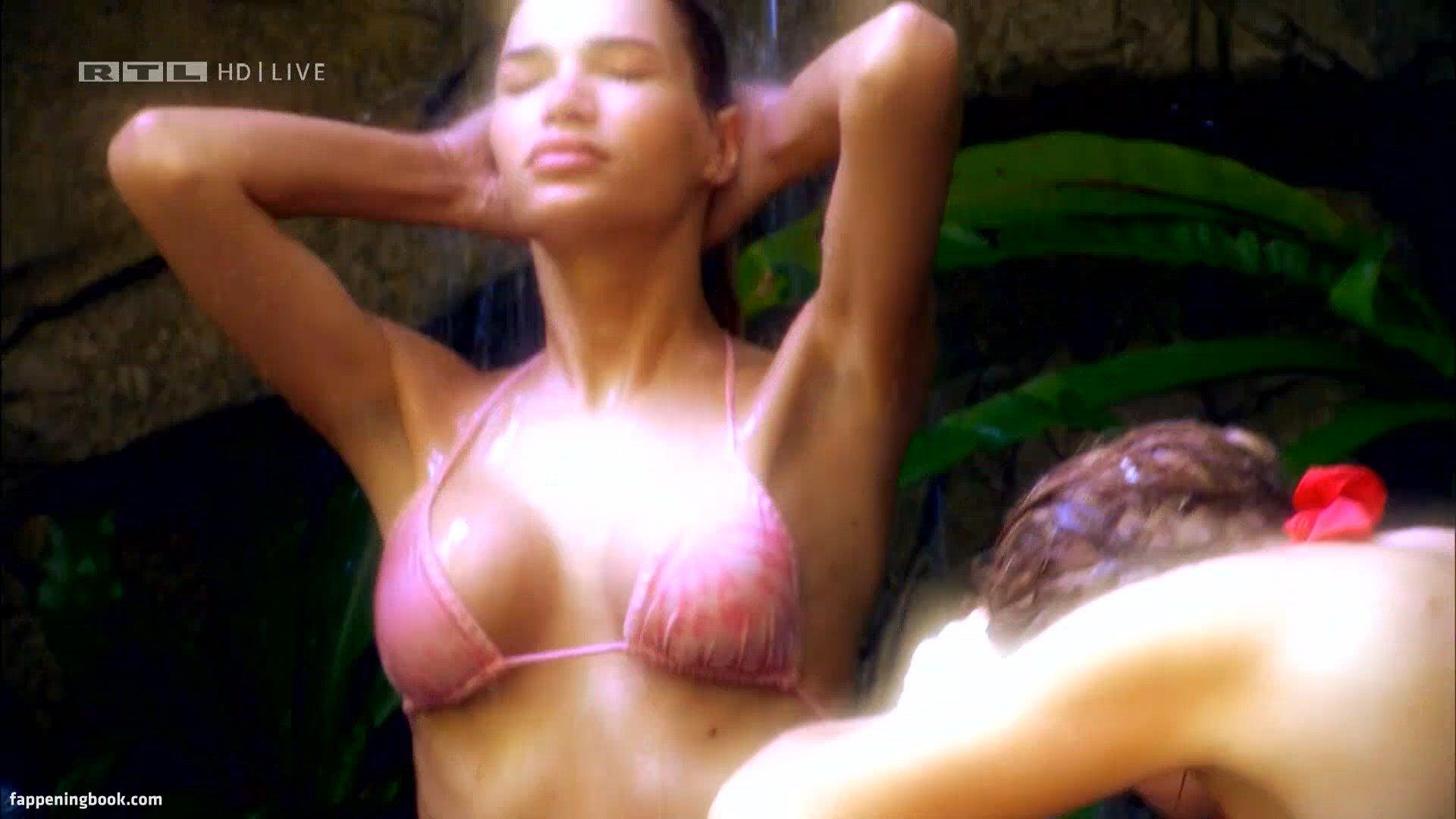 Giuliana farfalla naked