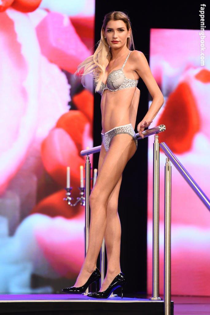 Giuliana Farfalla Nude, Sexy, The Fappening, Uncensored