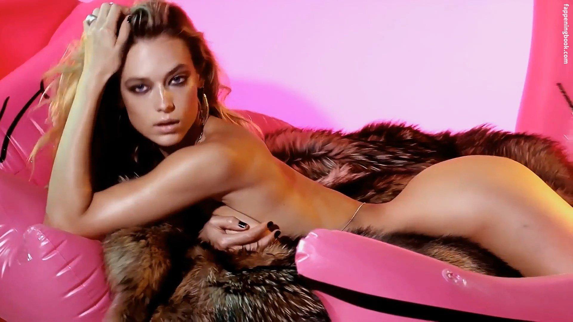 Jana nackt Hachmeister Playboy Magazine