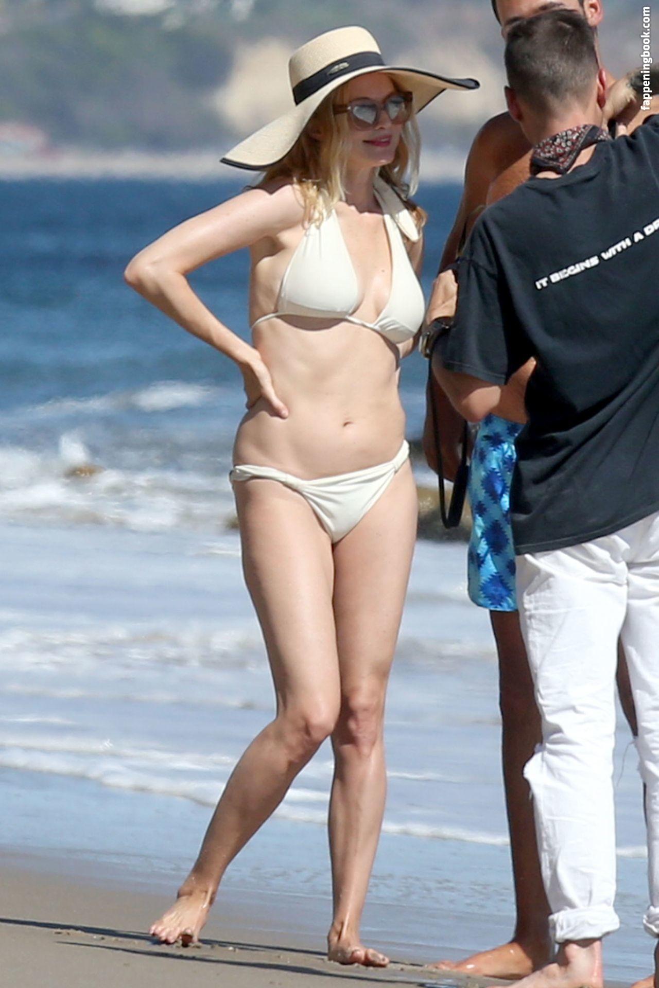 Heather Graham Nude