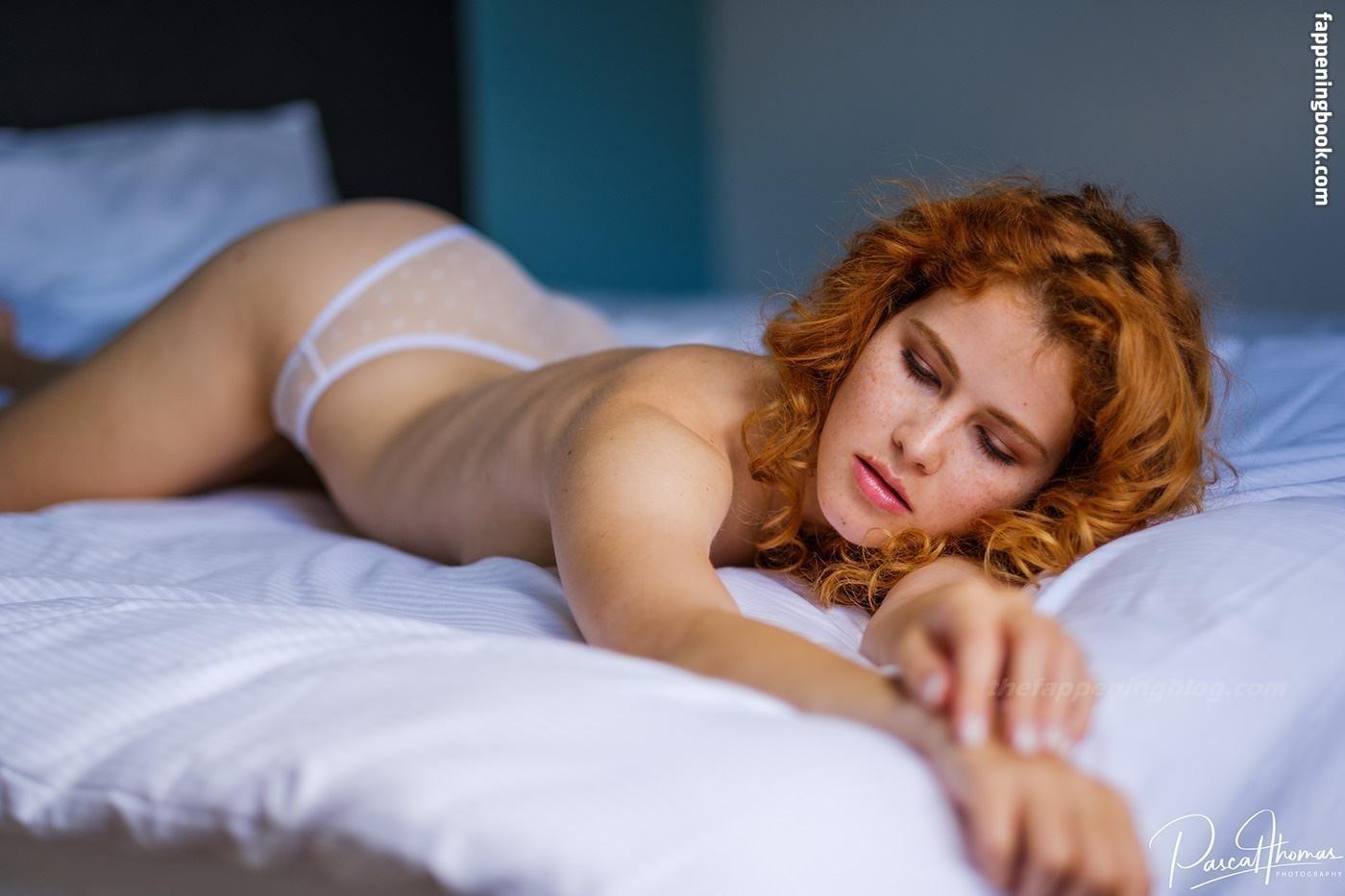 Kerouedan nackt Yvonne  Inca de