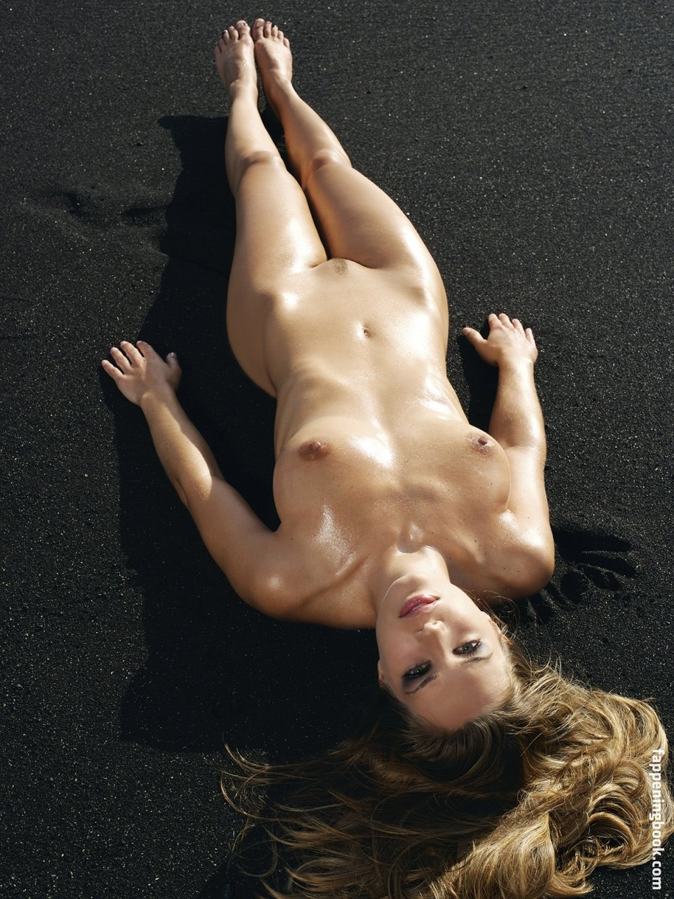 Nackt  Christine Kludjian Is Christine