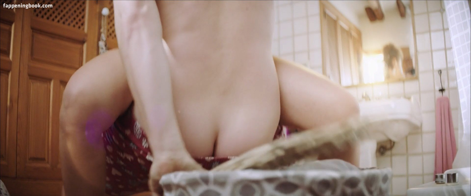 Leonie Wesselow  nackt