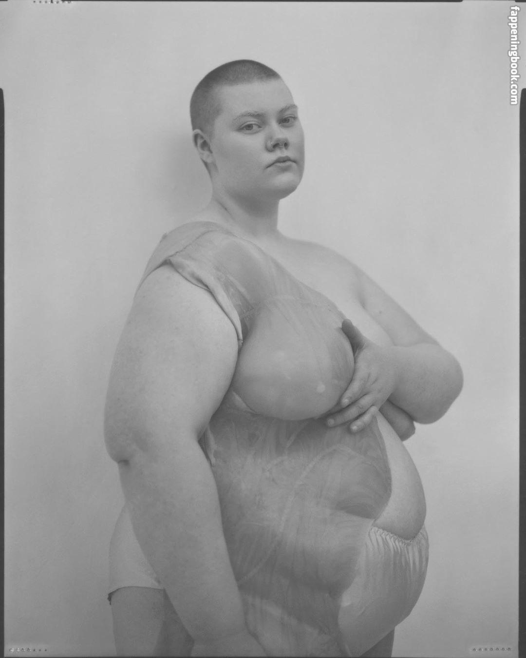 nackt Halldorudottir Isold Gigi Hari,