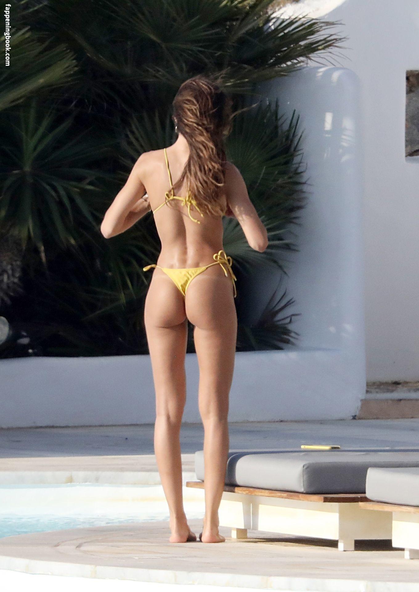 Naked izabel goulart Izabel Goulart