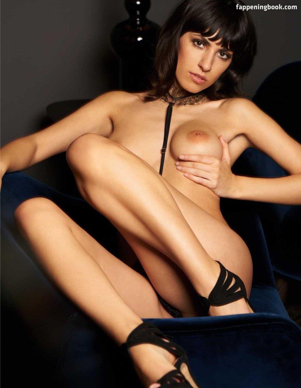 Nackt Hannah Jessberger  Hannah Le