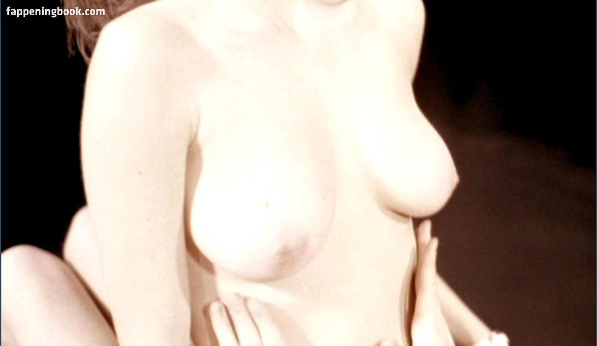 Nackt  Pauline Baly Hot !