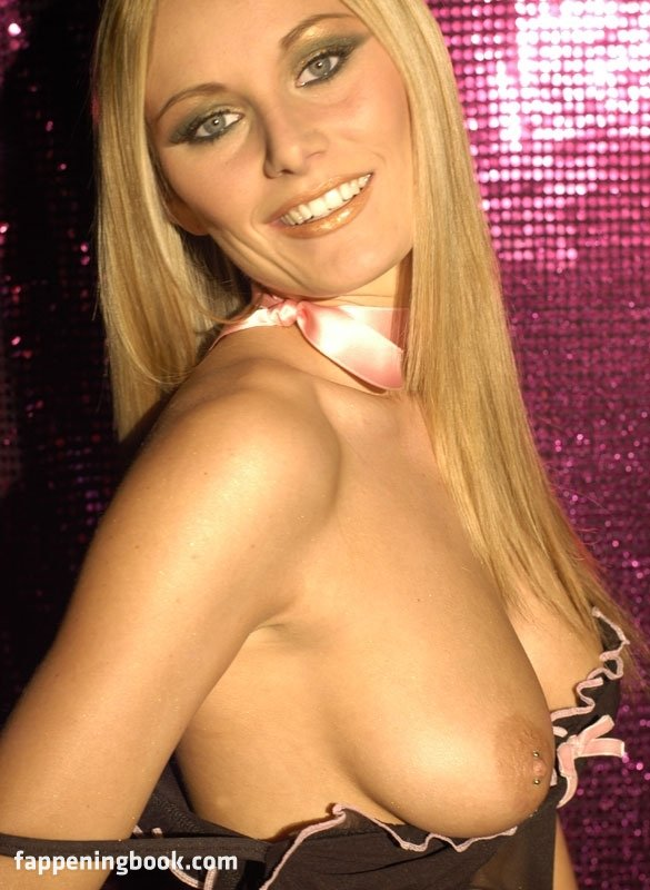 Talia Rycroft  nackt