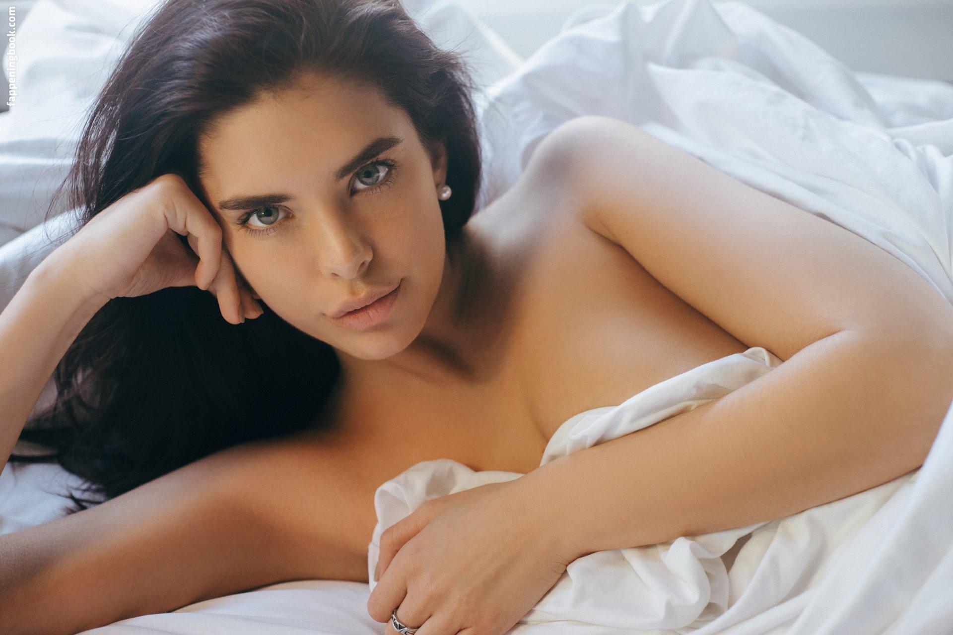 Jasmine nackt Alleva Princess Jasmine