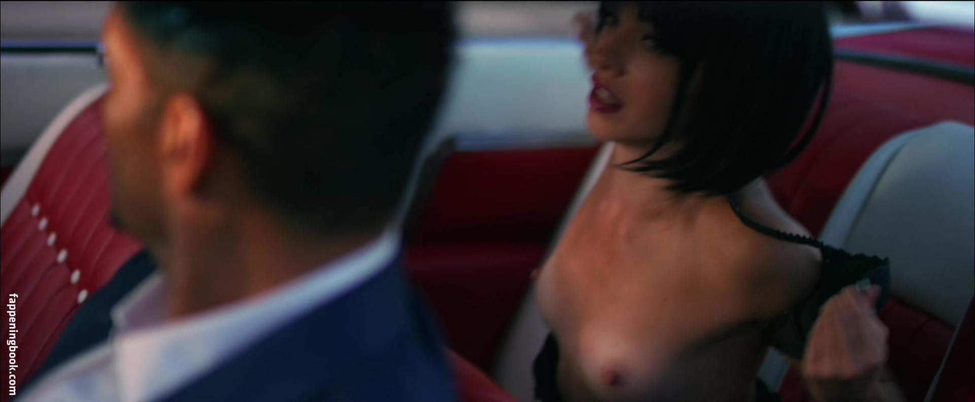naked huge butt