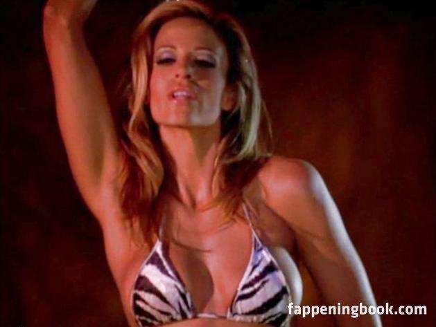 Gering nackt Jenna  Jenna Elfman