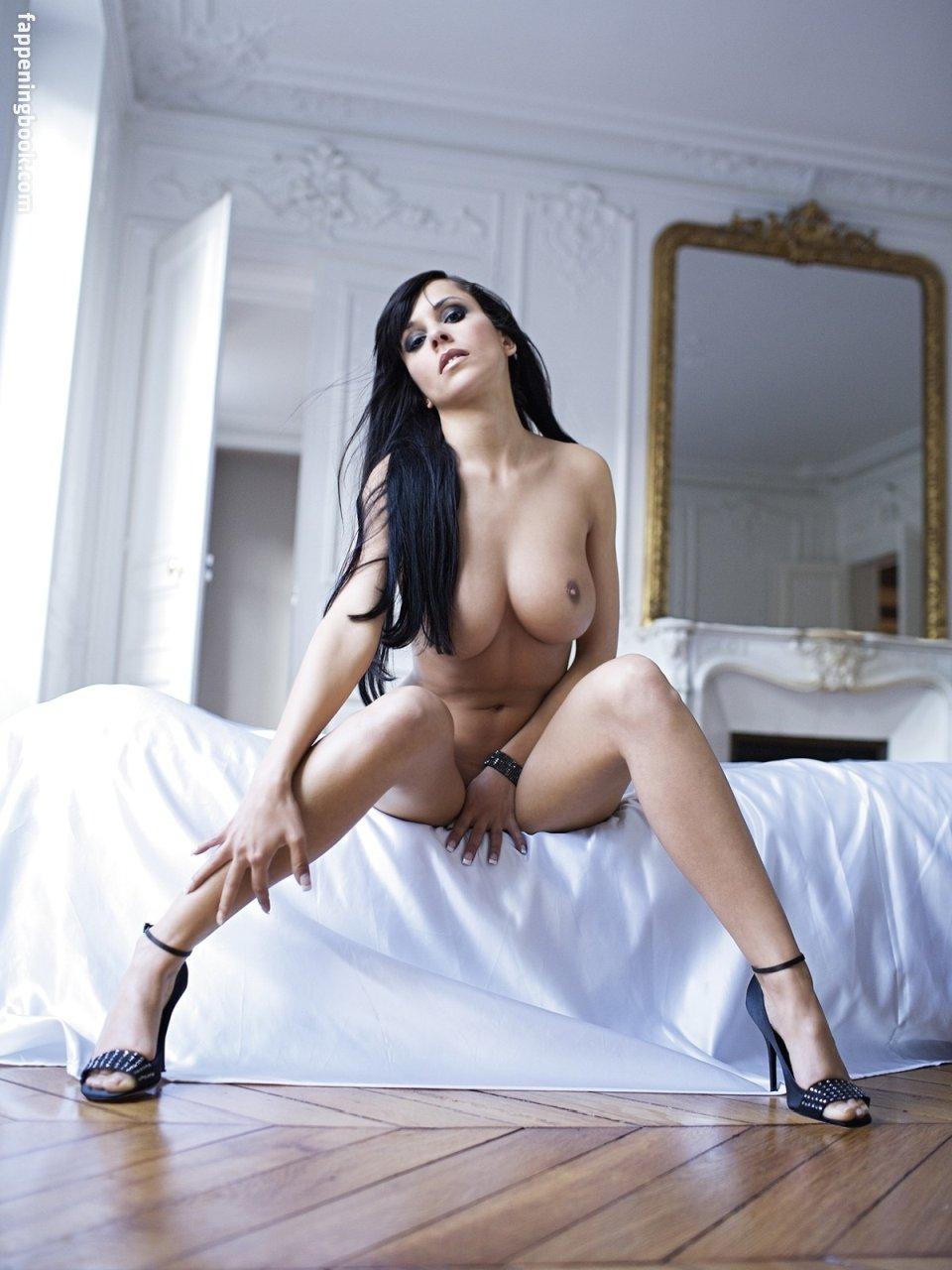 Topless Barbara Cupisti Nude Pic