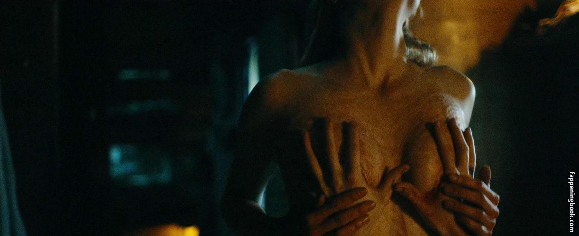 Jessica Madsen  nackt