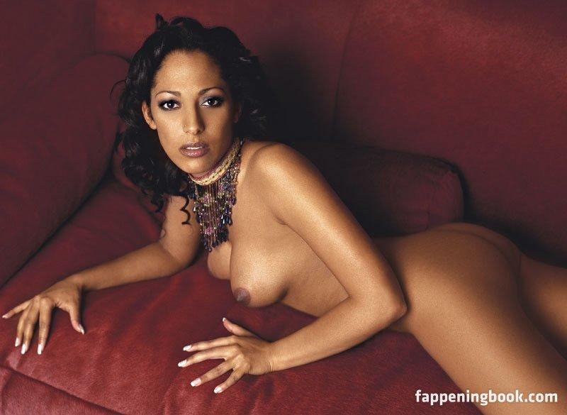 Nicole Ansari-Cox  nackt