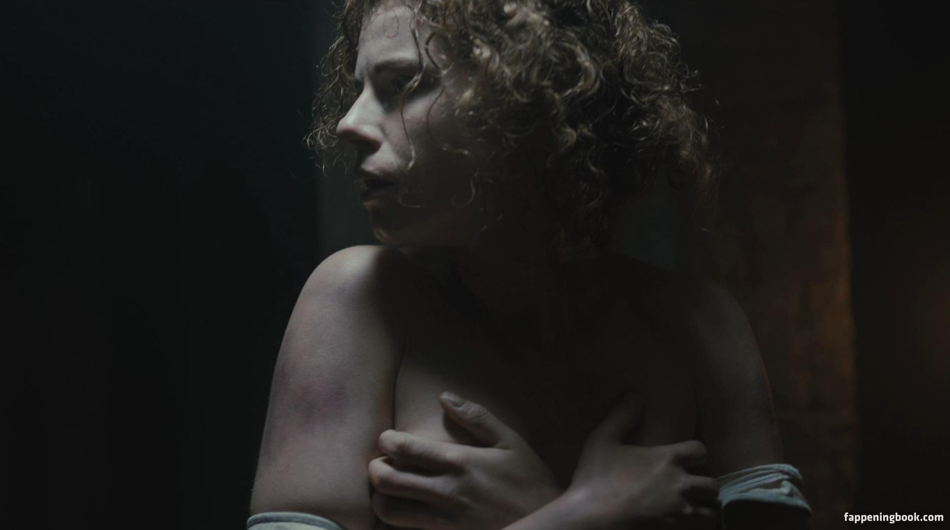 Jessie Ward  nackt