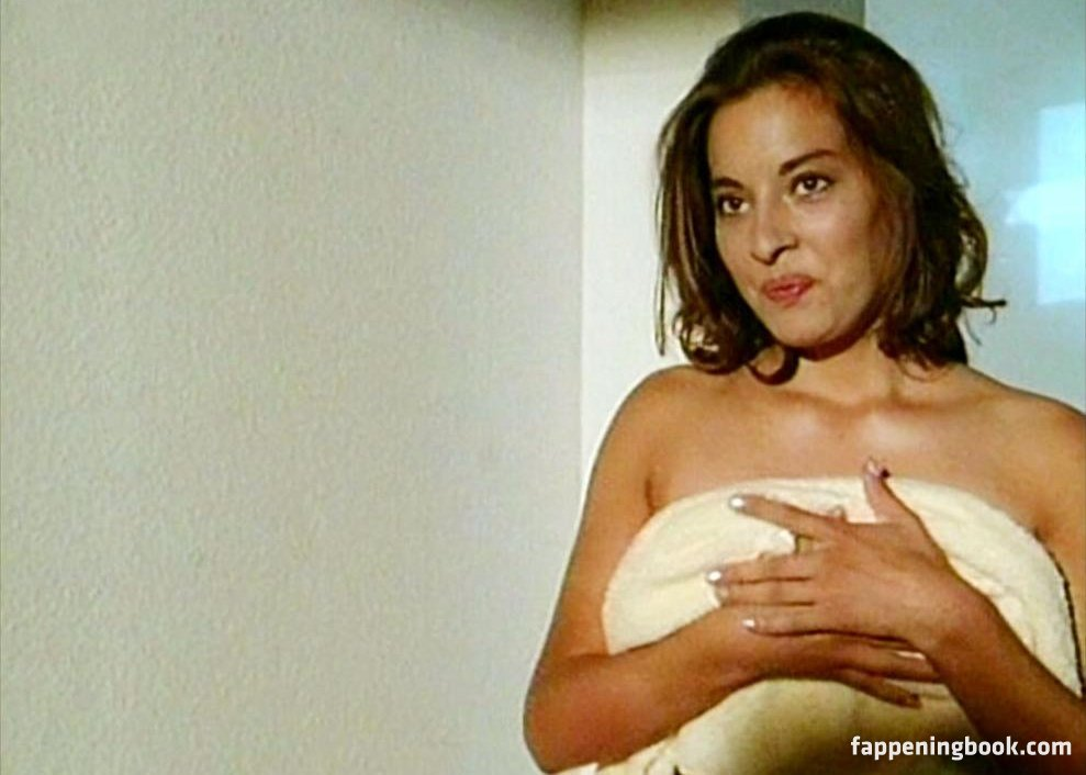 Julia Dahmen  nackt